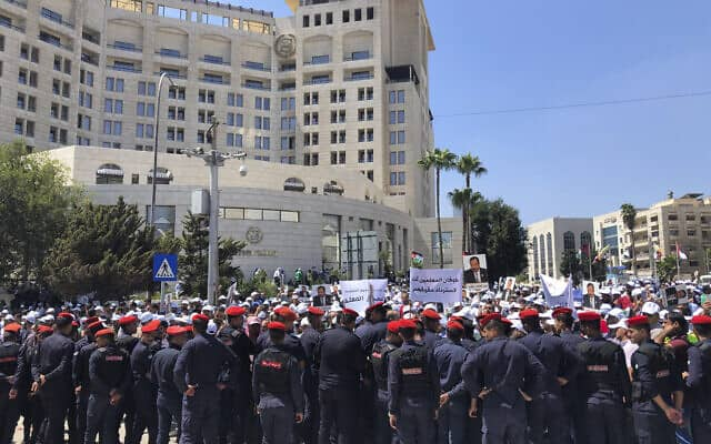 כוחות משטרה גדולים חוסמים מפגינים ברבת עמון, ב-5 בספטמבר 2019 (צילום: AP Photo/Omar Akour)