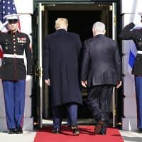 בנימין נתניהו ודונלד טראמפ נכנסים לבית הלבן. 27 בינואר 2020 (צילום: AP Photo/ Evan Vucci)