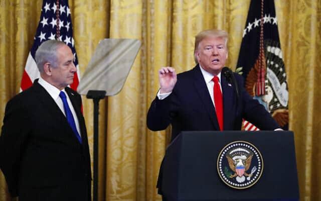 טראמפ מציג את תוכניתו למזרח התיכון, כשנתניהו לצידו (צילום: Alex Brandon, AP)