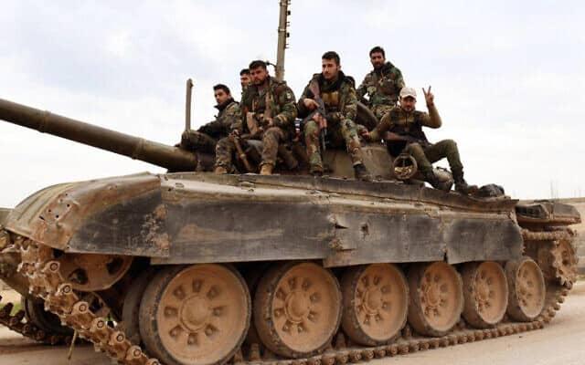 צבא סוריה משתלט על כפר בצפון המדינה, פברואר 2020 (צילום: SANA via AP)