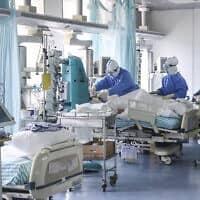 היחידה לטיפול נמרץ באחד מבתי החולים בבייג'ינג, המקבל חולים בקורונה (צילום: Zhang Yuwei/Xinhua via AP)