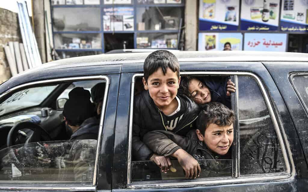 פליטים מאידליב (צילום: AP)