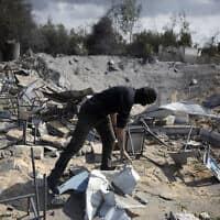 נזקים שהוסבו למתקן של הג'יהאד האסלאמי בחאן יונס, לאחר תקיפה ישראלית, 24 בפברואר 2020 (צילום: Khalil Hamra, AP)