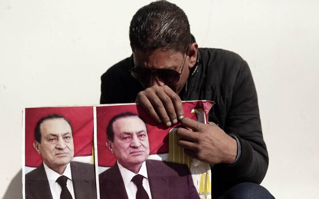 אבל על מות מובארכ במצרים (צילום: AP Photo/Maya Alleruzzo)