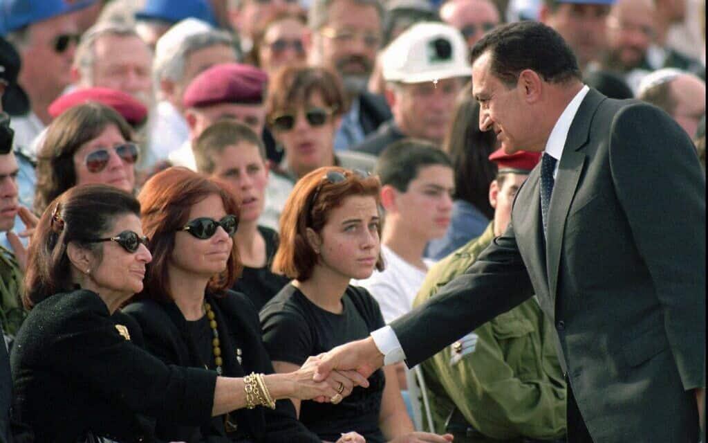 מובארכ בהלווייתו של רבין, 1995 (צילום: AP Photo/Santiago Lyon)