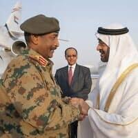 מנהיג סודן, עבדול פתח אל בורהן (משמאל), ואמיר דובאי מוחמד בין זייד אל נריאן (צילום: Ministry of Presidential Affairs via AP)