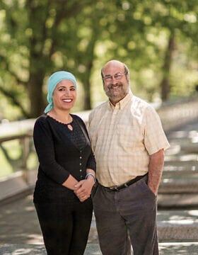 אמל אלסאנע אלחג'וג' עם ג׳ים טורצ׳ינר, מי שהקים את ICAN