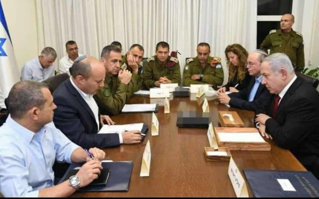 """מימין: ראש הממשלה נתניהו, שר הביטחון בנט, הרמטכ""""ל כוכבי ובכירים נוספים בהערכת מצב. (צילום: צילום: חיים צח, לע""""מ)"""