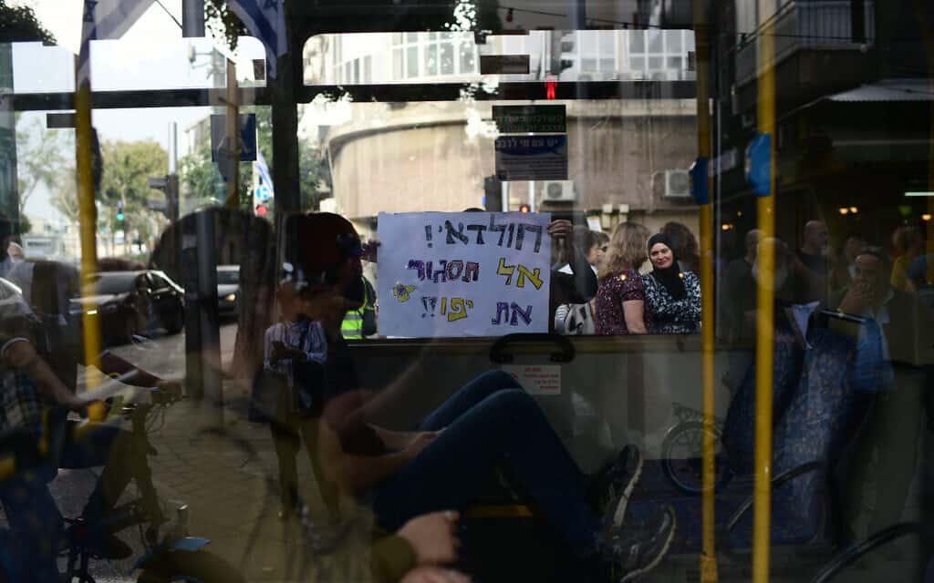 שדרות ירושלים ביפו, ארכיון, אפריל 2019, למצולמים אין קשר לנאמר בכתבה (צילום: תומר נויברג פלאש 90)