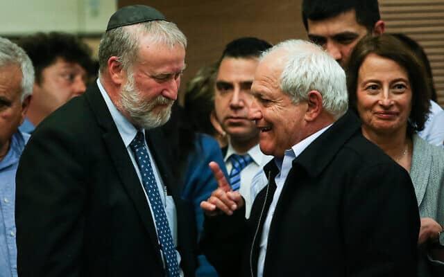 חיים כץ ואביחי מנדלבליט בוועדת הכנסת, אחרי שבקשת החסינות של כץ התקבלה. 4 בפברואר 2020 (צילום: פלאש90)