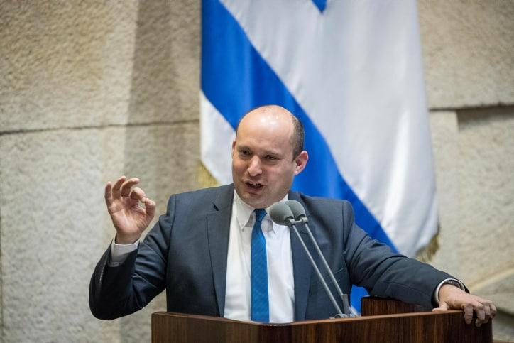 בנט נושא דברים בישיבה של הכנסת העוסקת במצב הביטחוני בדרום, היום (צילום: יונתן זינדל, פלאש 90)