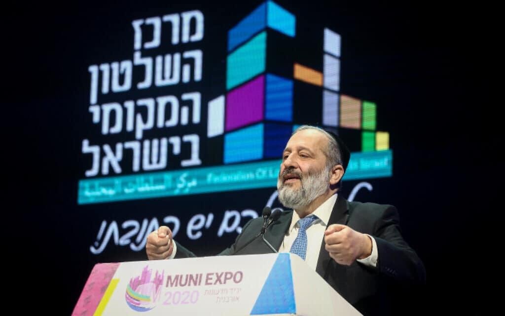שר הפנים אריה דרעי בכנס של מרכז השלטון המקומי בתל אביב, היום (צילום: מרים אלסטר, פלאש 90)