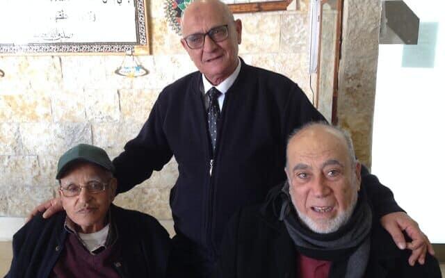 גראווי זהדי (במרכז) עם חברים בכפר קרע, ישראל, 4 בפברואר 2020 (צילום: נתן גפי)