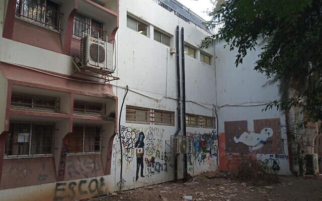 חצר בית הספר בתלמה ילין