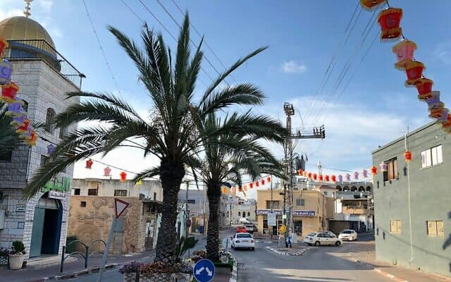 מרכז כפר קרע, מקושט לרמאדן, יוני 2018 (צילום: אמנדה בורשל-דן\ Times of Israel)