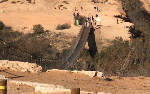 הגשר התלוי מעל נחל הבשור (צילום: ג'סיקה שטיינברג)