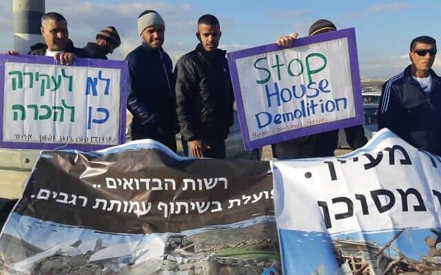 הפגנה למען זכויות הבדוואים בצומת הכניסה לא-זרנוג. ינואר 2020 (צילום: עומר שרביט)