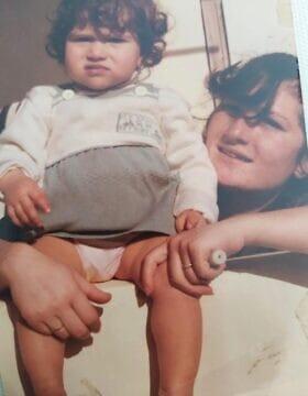 תמונת ילדות של אורטל . ואמה המנוחה, עליזה שפק
