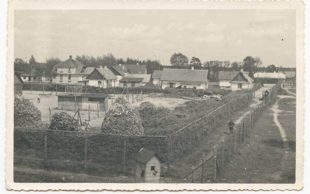 חלק ממחנה ההשמדה הנאצי סוביבור, בצילום שצולם ממגדל שמירה ב-1943, לרבות הבניינים של מחנה הקצינים ו'מחנה 1' של היהודים האסירים (צילום: אוסף הפושע מסוביבור, המוזיאון לזכר השואה של ארצות הברית)