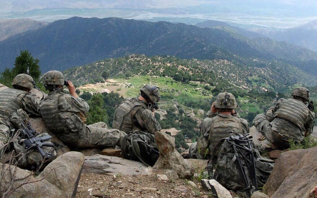 כוח מהחטיבה המוטסת ה-173 של צבא היבשה האמריקני במשימת תצפית באפגניסטן ב-2007, (מקור צבא היבשה האמריקני). (צילום: מקור: צבא היבשה האמריקני.)