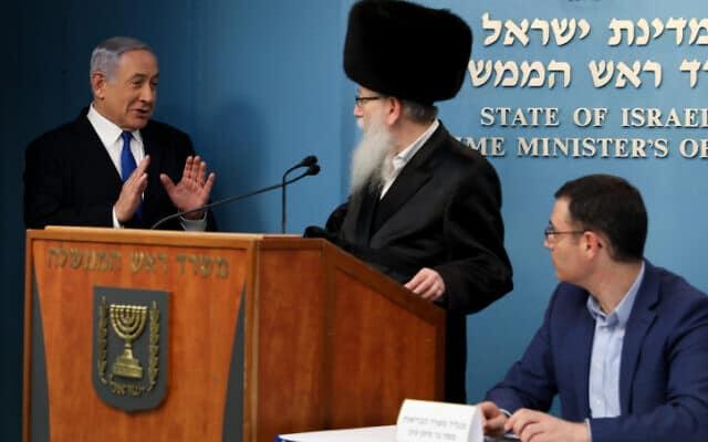 משה בר סימן טוב, יעקב ליצמן ובנימין נתניהו במסיבת עיתונאים ב-11 במרץ (צילום: פלאש 90)