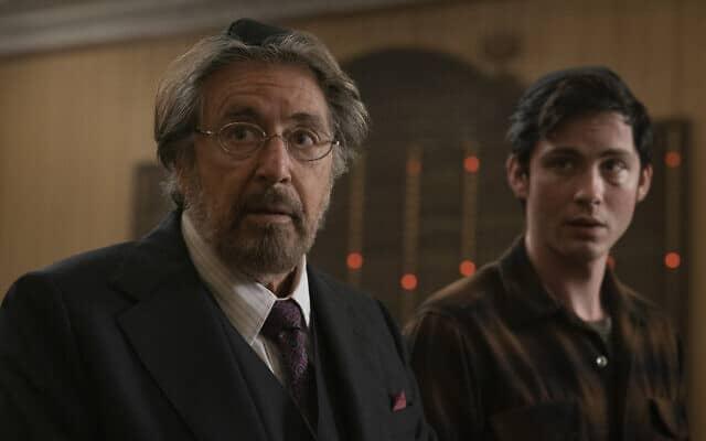 אל פאצ׳ינו (שמאל) ולוגן לרמן בתפקיד יהודים המבקשים לנקום בנאצים בסדרה ״ציידים״ של אמזון (צילום: כריסטופר סונדרס)