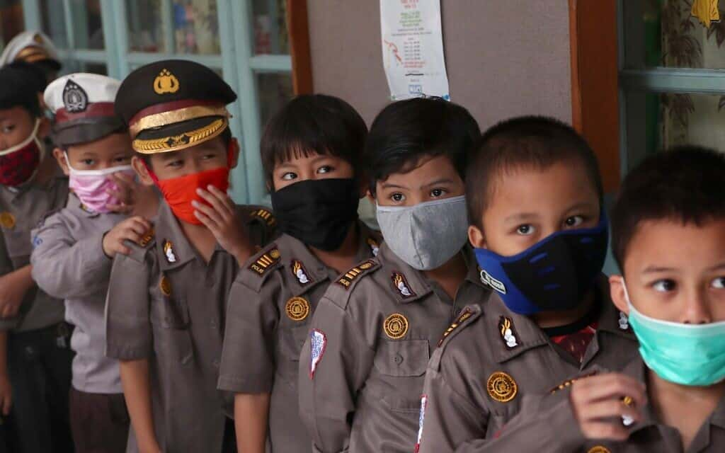 בהלת קורונה באינדונזיה, מרץ 2020 (צילום: AP Photo/Tatan Syuflana)