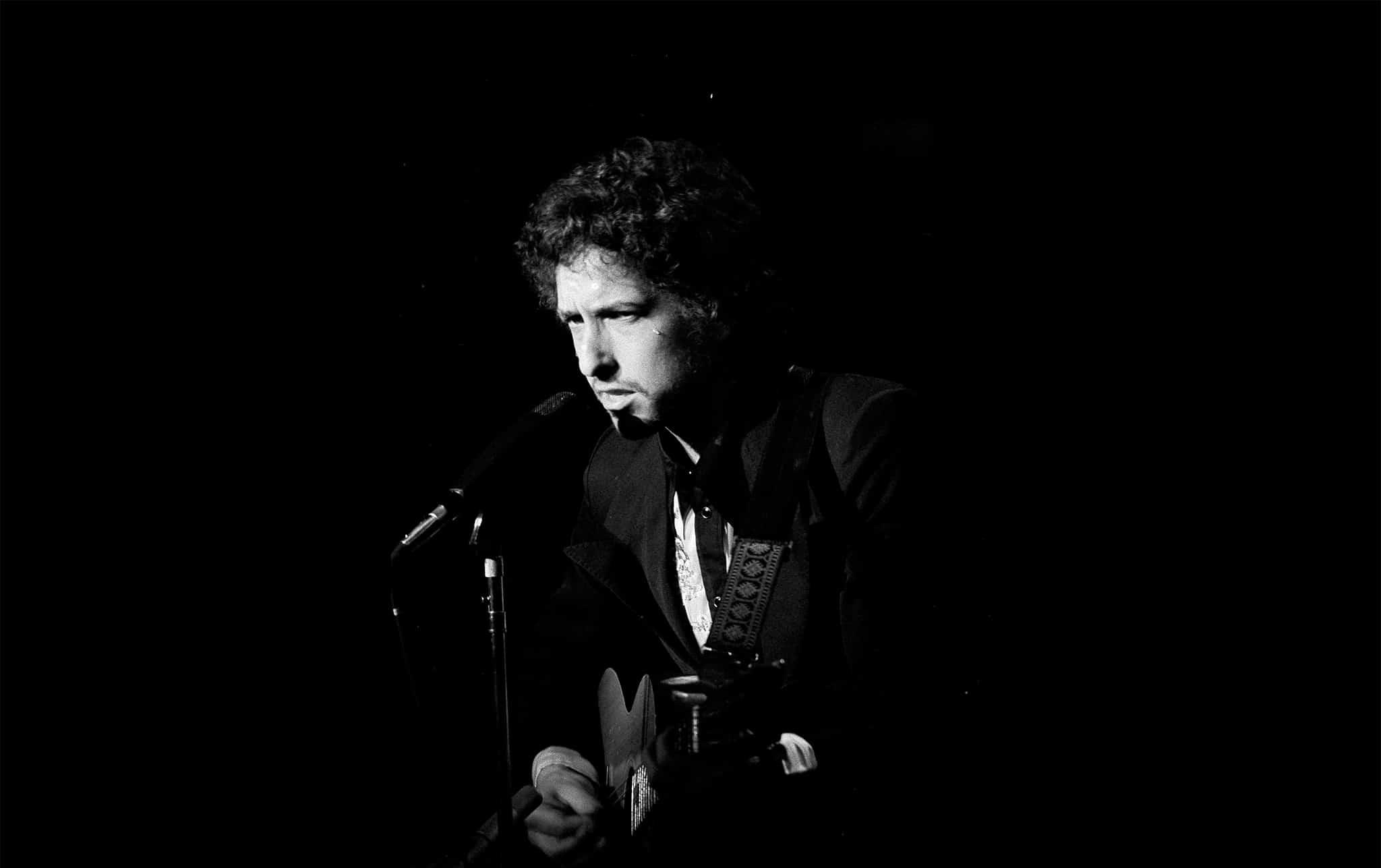בוב דילן בהופעה במאדיסון סקוור גארדן ב-31 בינואר 1974 (צילום: AP Photo/Ray Stubblebine)