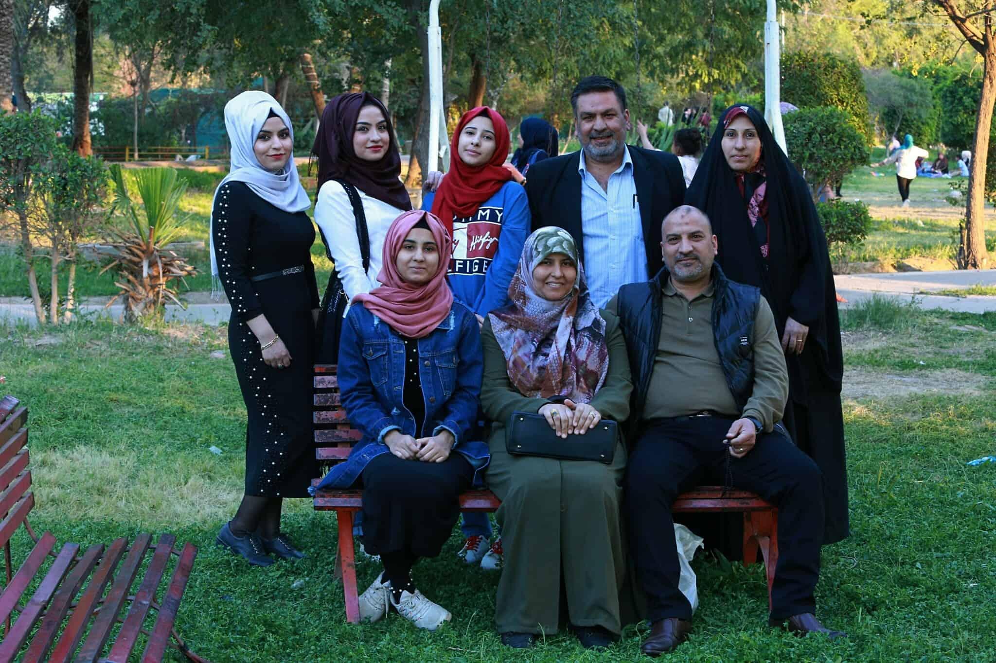 משפחה עיראקית חוגגת נורוז, 2019, ארכיון. השנה החגיגות עברו לרשתות החברתיות (צילום: AP Photo/Hadi Mizban)