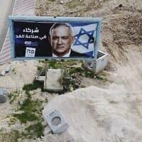 שלט של כחול לבן בבאקה אל-גרבייה בחודש שעבר (צילום: Ariel Schalit, AP)