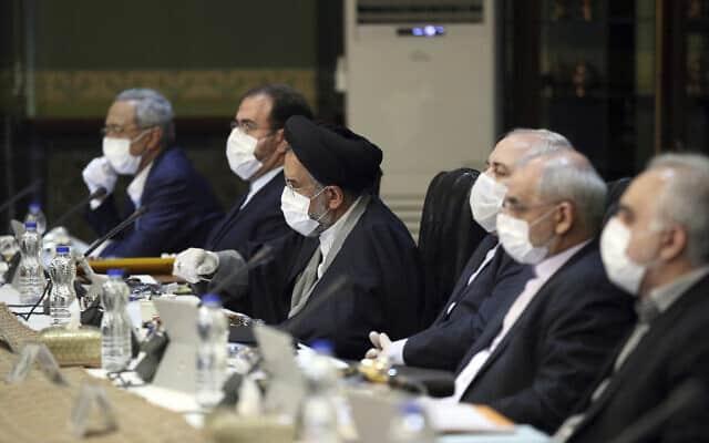 משבר הקורונה: כינוס הקבינט האיראני (צילום: Office of the Iranian Presidency via AP)