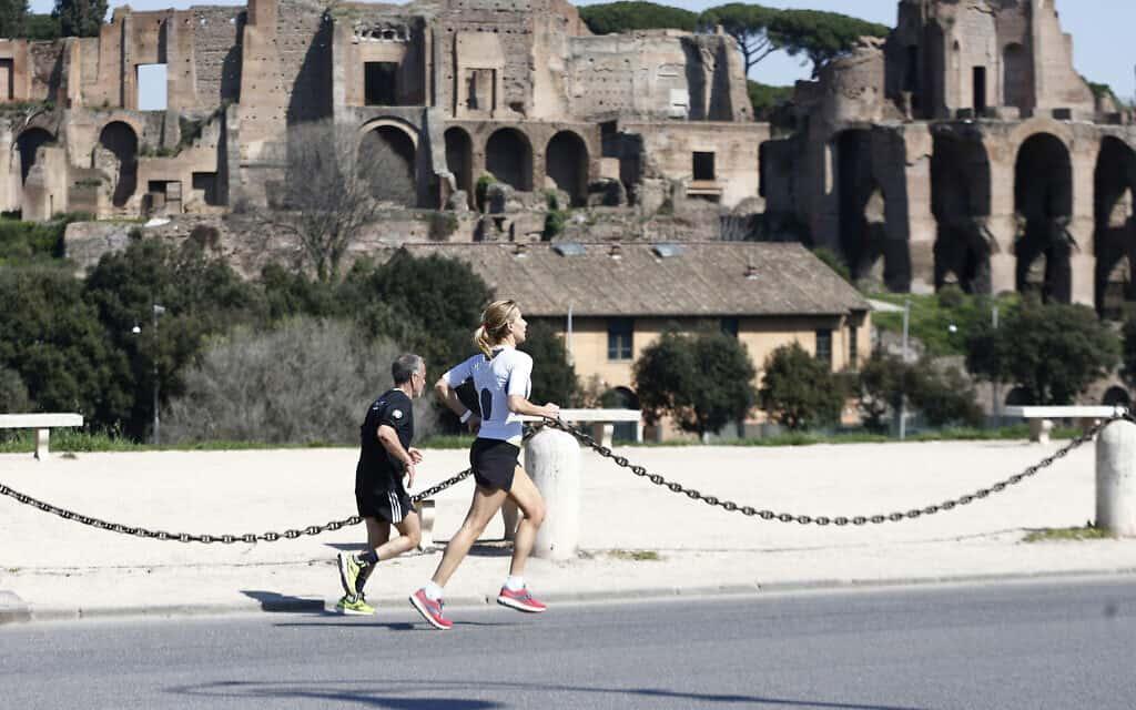 משבר הקורונה ברומא, מרץ 2020 (צילום: Cecilia Fabiano/LaPresse via AP)