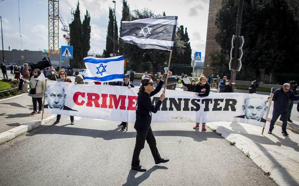 הפגנה בירושלים נגד סגירת הכנסת וצעדים שבוצעו הפוגעים בדמוקרטיה. 19 במרץ 2020 (צילום: AP Photo/Eyal Warshavsky)