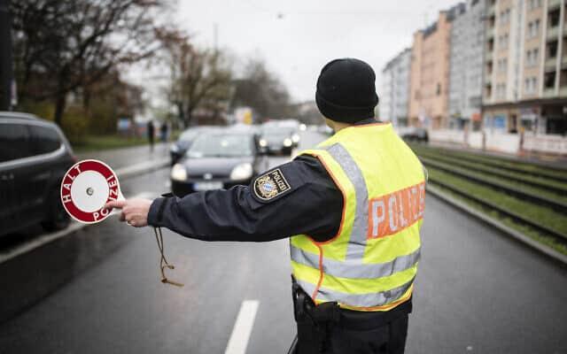 משבר הקורונה בגרמניה: מחסום דרכים ליד מינכן (צילום: Matthias Balk/dpa via AP)