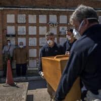 ארון קבורה של אדם שמת מקורונה במדריד שבספרד, 28 במרץ 2020 (צילום: Olmo Calvo, AP)