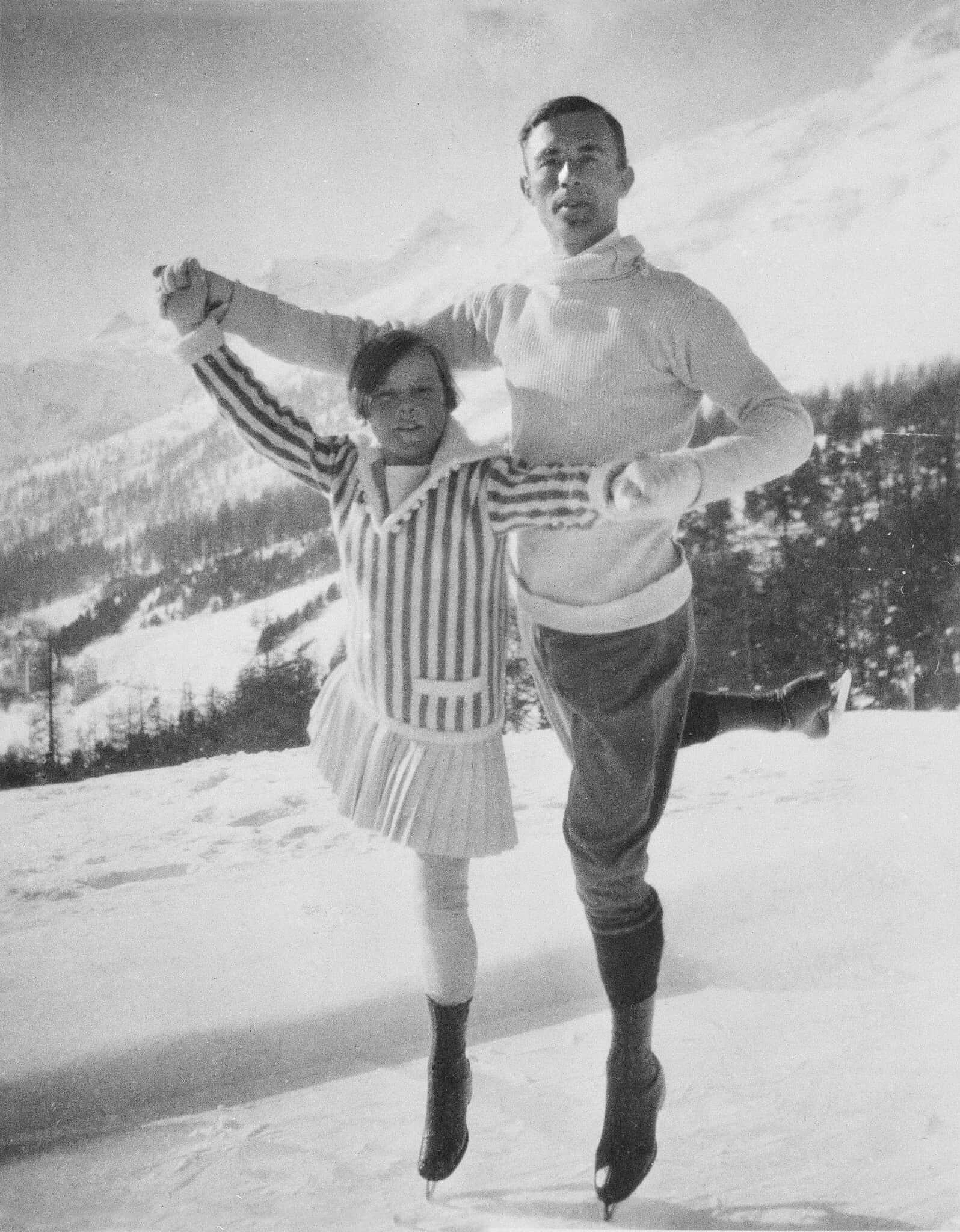 החלקה על הקרח במשחקי החורף בצרפת, 1924 (צילום: AP Photo)