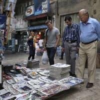 דוכן למכירת עיתונים בצפון טהראן שבאיראן (צילום: Vahid Salemi, AP)