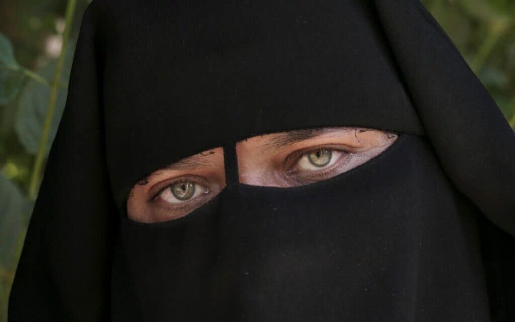 קרבן של מילת נשים במצרים, ארכיון, 2014 (צילום: AP Photo/Nariman El-Mofty)