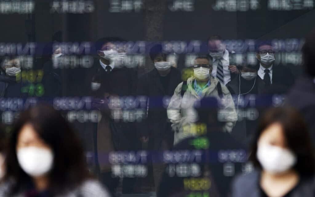הבורסה ביפן (צילום: AP-Photo-Eugene-Hoshiko)