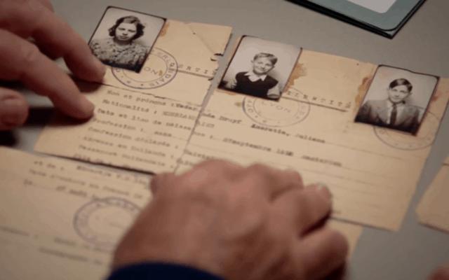 """ליידי איירין האטר ואחיה ז'ק נוח בוחנים את תעודות הזהות המזויפות שהצילו את משפחתו של הרמן ודר בסצנה מתוך הסרט """"חייל נשכח"""" (צילום: באדיבות Road on the Show Productions)"""