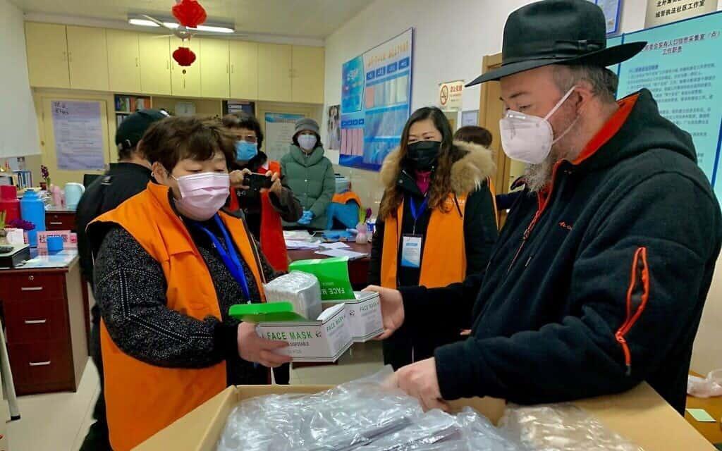"""משלוח המסכות של חב""""ד שנחאי קיבל סיוע מתורמים ברחבי העולם (צילום: באדיבות חב""""ד שנחאי)"""