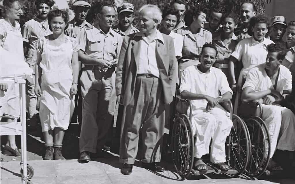בן גוריון מבקר בבית חולים תל השומר. מרץ. 1949 (צילום: לע״מ BRAUNER TEDDY)