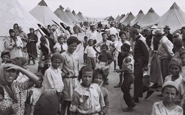 מחנה של עולים חדשים מתימן ליד עין שמר. ספטמבר 1950 (צילום: לע״מ PINN HANS הנס פין HANS PIN)