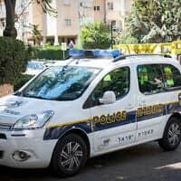 ניידת של משטרת ישראל, ארכיון; אין קשר בין המצולמים לידיעה (צילום: Roy Alima/Flash90)