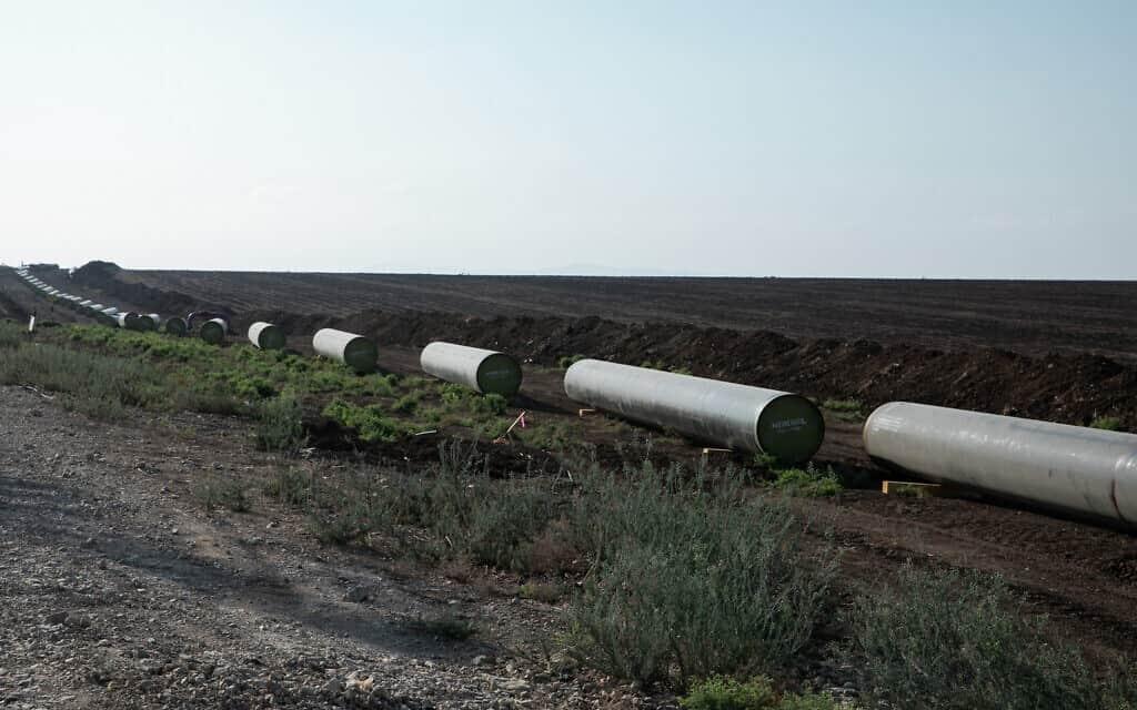 הנחת צינור גז מחיפה לאזור התעשיה אלון תבור (צילום: ענת חרמוני/פלאש90)