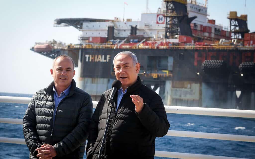נתניהו ושטייניץ מבקרים במתקן לעיבוד הגז בשדה הגז בלויתן ליד העיר קיסריה. ינואר 2019 (צילום: Marc Israel Sellem/POOL)