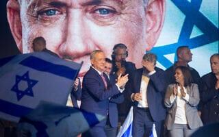 בני גנץ (במרכז וברקע) בכנס בחירות של כחול לבן, 29 בפברואר 2020 (צילום: Miriam Alster/Flash90)