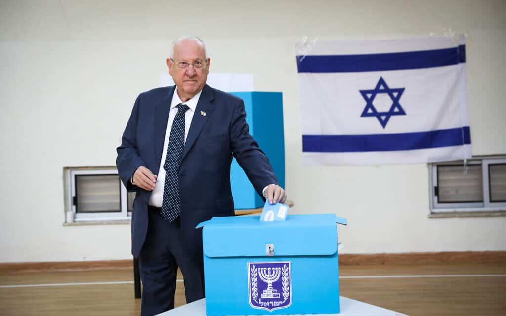 נשיא המדינה ראובן ריבלין מצביע בבחירות 2020 (צילום: Olivier Fitoussi/Flash90)