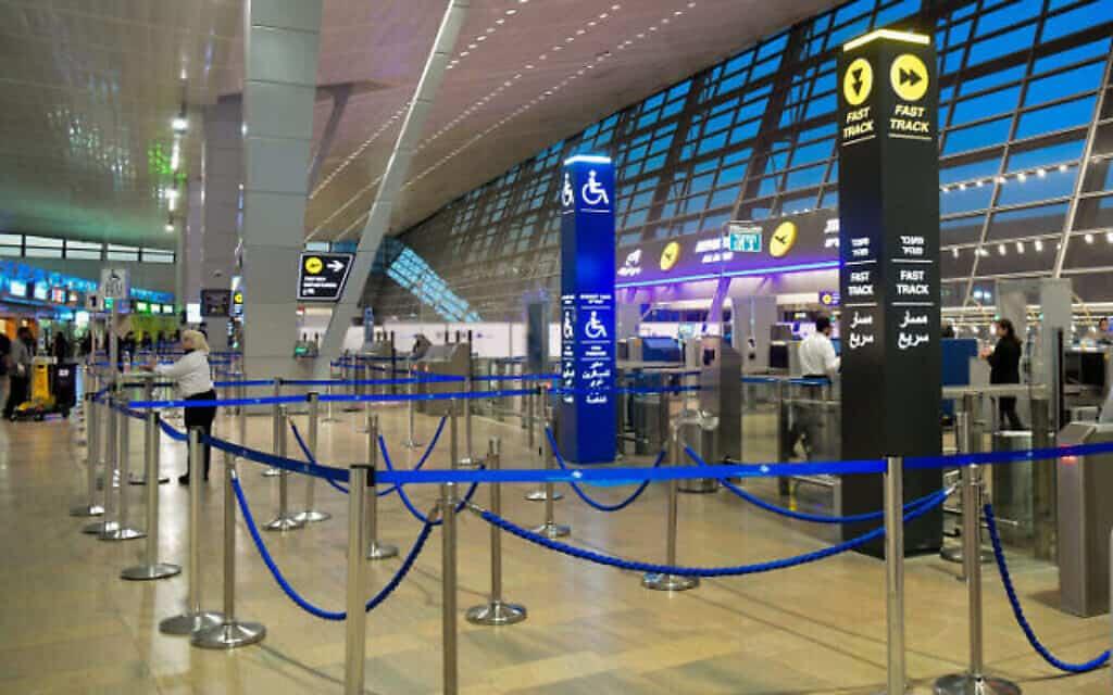 דלפקי היציאה הריקים בשדה התעופה בן גוריון (צילום: FLASH 90)