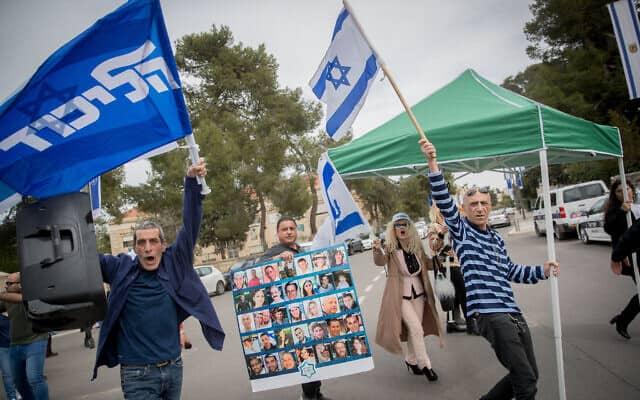 הפגנה של תומכי ליכוד ומשפחות שכולות נגד הקמת ממשלה בתמיכת הרשימה המשותפת (צילום: Yonatan Sindel/Flash90)